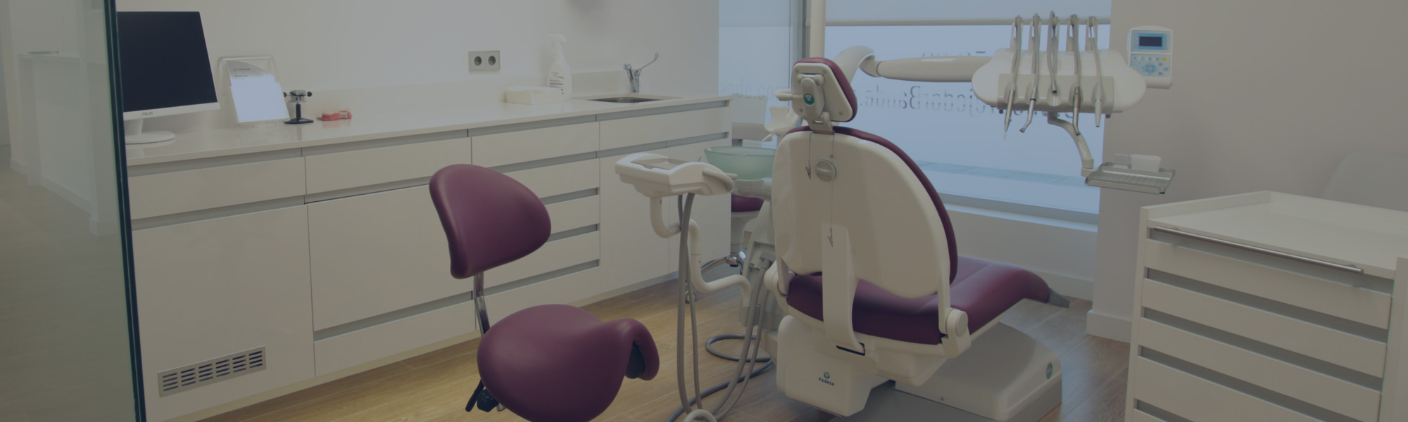 Especialistas en <i>clínicas dentales</i>